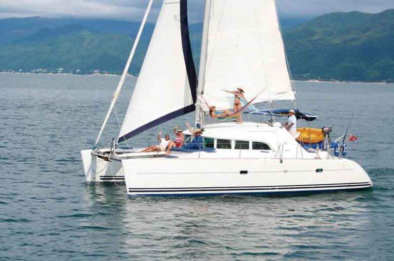 catamaran-party-vallarta